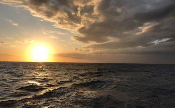 obrázok mora, slnka oblakov