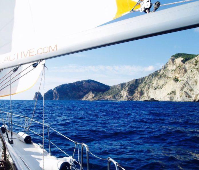 plachetnica, more, slnko, ostrovy