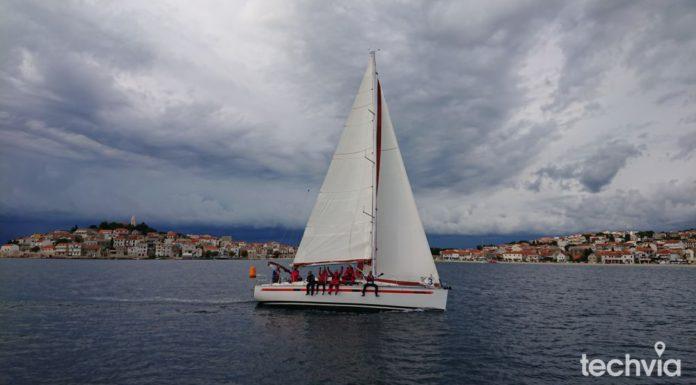 plachetnica s jachtármi