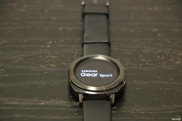 f3cfee91b Spolu s hodinkami Gear Sport bol predstavený aj inteligentný fitness  náramok Gear Fit 2 Pro a bezdrôtové slúchadlá IconX. Hoci je Gear Fit 2 Pro  lacnejší a ...