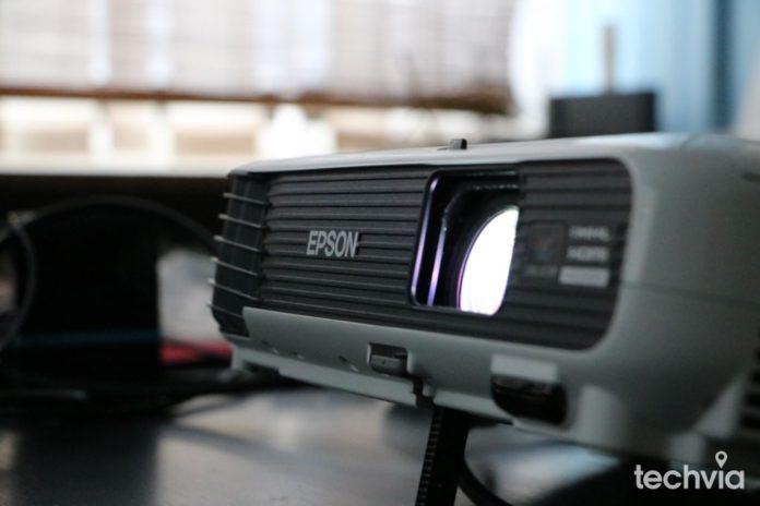 projektor EPSON EB-U04 recenzia