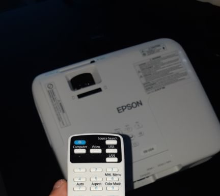projektor EPSON EB-U04 recenzia ovládač