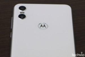 Motorola_One_recenzia