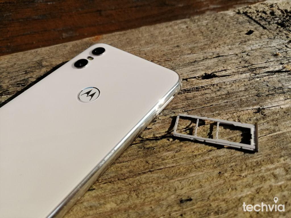 smartfón Motorola One
