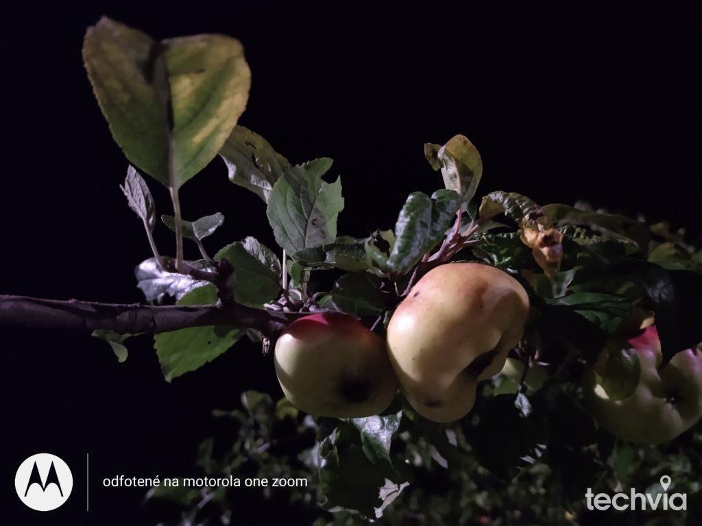 nočná fotografia nasnímaná telefónom motorola one ZOOM