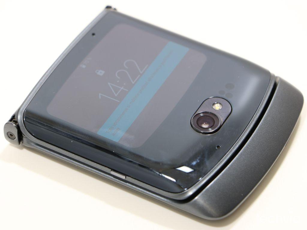 smartfón motorola razr 5G